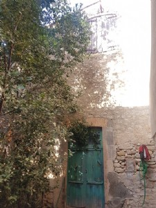 Stone house with 40 m² of ground surface, to fully renovate in the centre of the village.