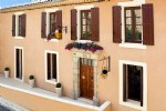Beautiful renovated winegrowers house with main residence, independent studio and large terrace