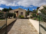 Beautiful traditional home with 150 m² of living space on a 1200 m² plot with pool and views