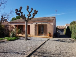Single storey villa in perfect condition with 108 m² of living space on a 599 m² plot with pool