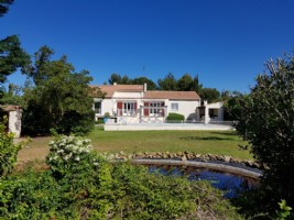 Comfortable villa with 150 m² of living space, 5 bedrooms on a 3098 m² plot with pool.