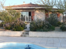 Quality villa with 143 m² of living space, basement of 100 m² on 1300 m² with pool and views.