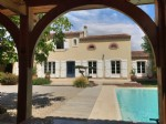 Pretty detached house with 195 m² of living space on 684 m² with beautiful garden and pool.