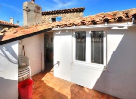 Renovated village house with 2/3 bedrooms and sunny roof terrace !
