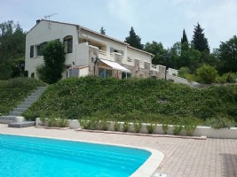 Spacious villa with main residence and gite on 12040 m² with heated pool and magnificent views!