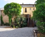 Spacious renovated house with 150 m² of living space, 4 bedrooms, sunny terrace and garden.