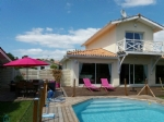 Lège bourg : nice contemporary house with swimming-pool.