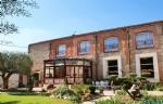 Luxury Property 300 M². Large Garage And Swimming Pool.