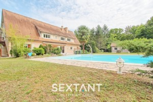 In Domaine du Lys, contemporary house, 340 m², 6 bedrooms, independent studio, swimming pool.