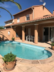 Located in a quiet neighborhood, 500 meters from the beach and shops