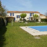 House for sale 3 bedrooms 1474m2 land ,South facing ,Pool