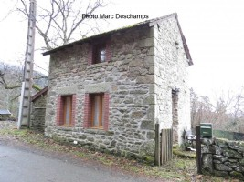Small detached house renovated with 248m² of garden