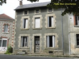 Village house to renovate, 93 m², semi-detached on one side, garden 233m²