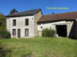 4 bed stone fermette to refresh on 1413m²(~0.35acre)