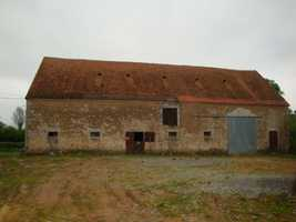 Large Detached Barn to Renovate with C.U. & Land in a Small Hamlet near La Châtre.