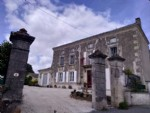 Grand house with 4 bedrooms, large garden, Brioux