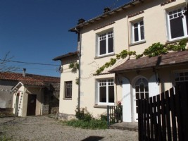 Quaint village house with 2 bedrooms and study.