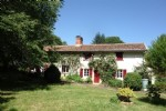 Rustic country home 260 m², barns 400 m², 3.8 h - Charente