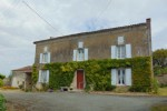Large house with 3 bedrooms, courtyard, garden, outbuildings, Néré