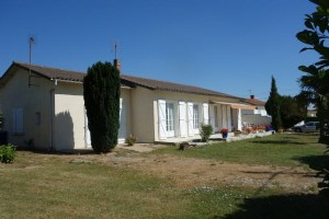 Charente Renovated 2 bed house with studio