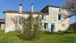 Deux Sevres 4 bedroom house with barn and garden, Brioux sur Boutonne