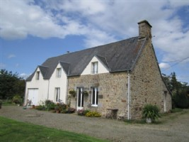 Detached house. 5 bedrooms, barn, land, great view.