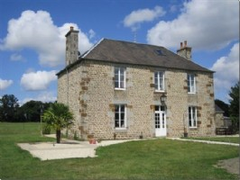 3 bed house + 2 bed gite. Excellent equestrian property with 15ha near Vire.
