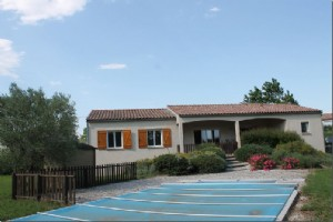 Immaculate 3 bedroom single story house, pool, large gardens and views