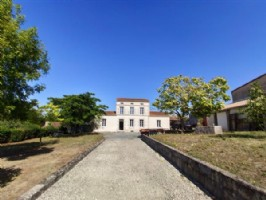 House to finish inside with outbuildings and garden, Dampierre
