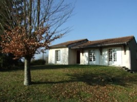 Modernised house with basement. Quiet situation. Chalais