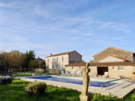 House 5 bedrooms, pool, garden, garage, Chef Boutonne