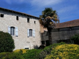 Beautiful 12th C. Large Town House To Renovate in Issigeac With 200m2 garden & close to shops