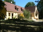 Beautiful 6 bedroom Perigourdine Style house close to Montignac with 2500m2 garden