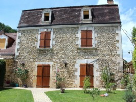 Lovely Restored 4 Bedroom House close to Saint-Cyprien with 600m2 garden