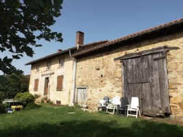 Farmhouse, outbuildings and more than 3 hectares of land