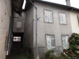 Large town house to renovate