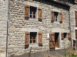 Small village house in granite stones and roof in Lauzes with a small detached land of 12m²