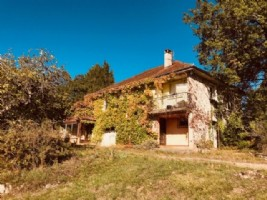 Lacapelle Marival, house te be renewed with a 5400m² garden