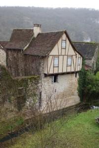 Near Figeac, little stone house to be renewed