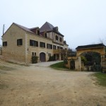 Property on the heights of Sarlat with magnificent views .