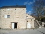 Stone village house fully restored, unobstructed view. Roof in lauzes of the causses. A cave