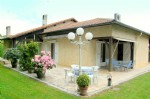 Large traditional 5 bedroom house with mature garden