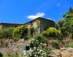 Nature lovers: pretty, quirky village house built from stone offering 220 M2, 3 bedrooms