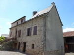 In a small hamlet of six houses, 5 minutes from the center of Rignac and 15 minutes from Rodez