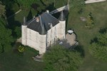 Castle of 1817 with outbuildings on 14 hectares of meadows and woods