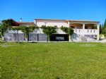 Villa set on large plot and with superb views!