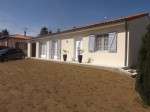 Brillac - renovated bungalow with swimming pool, garden and garage
