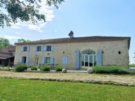 Stunning Property with 3 Guest Cottages, Pool, 2.5 Hectares