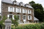 Between saint malo and dinan elegant mansion and ooutbuildings set up as bed and