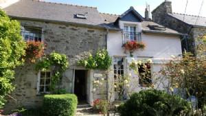 Corseul: delightful 4 bedroom cottage in quiet hamlet close to a popular village